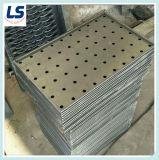 Panel perforado en bordes doblados