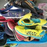 Manier Gebruikte Schoenen, Tweedehandse Schoenen, de Gebruikte Schoenen van Sporten voor Afrikaanse Markt (fcd-005)