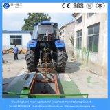 水によって冷却されるディーゼル機関を搭載する155HP農場の農業か小型耕作するか、またはコンパクトまたは芝生のトラクター