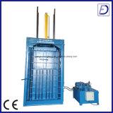Machine en plastique de rebut de presse de verticale avec du ce