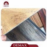 Planche confortable de plancher de PVC de modèle de regard en bois de pin de stocks suffisants