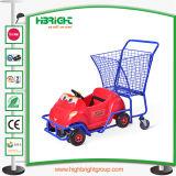 Il supermercato scherza il carrello con l'automobile del giocattolo per il dettagliante