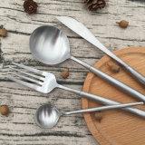 Reeksen van het Bestek van het Mes van de Vork van de Lepel van het nieuwe Product de Beschikbare Plastic Zilveren Met een laag bedekte