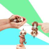 Stuk speelgoed van de Jonge geitjes van de Luiaard van de Baby van jonge vissen het Bruine Interactieve