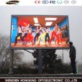 P10 im Freienled Bildschirmanzeige-Panel bekanntmachend, um Fernsehapparat zu zeigen