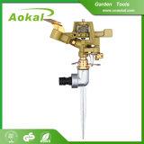 L'acqua decorativa del giardino di irrigazione a pioggia equipaggia lo spruzzatore di annaffiatrici del metallo