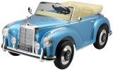Conduite autorisée par benz de Mercedes sur des gosses de jouet de véhicule