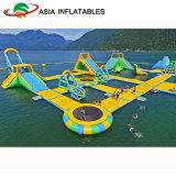 Trampoline de flutuação Combos do obstáculo do equipamento de esportes do parque do Aqua inflável da água