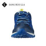 靴をハイキングする卸し売り新しいデザイン良質の人の屋外の実行