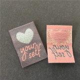 De Alta Densidad de Custom-Made hermoso hilo de poliéster brillante corazón etiqueta tejida
