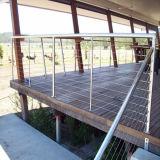 De vloer zet het BuitenTraliewerk van de Kabel van het Roestvrij staal van het Dek op