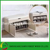 La cabina de madera del zapato del estilo simple con muchos colorea