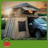 يخيّم سقف خيمة علبيّة مع سلّم