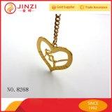 Personalizar o formato do Coração de ouro da etiqueta do logotipo de metal da chapa de metal para cercadores com rede de Acessórios
