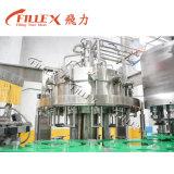 満ちるキャッピング機械を洗う炭酸液体のガラスビン