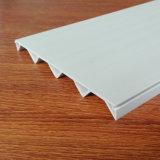 灰色の波形PVCプラスチック放出のプロフィール