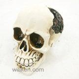 Decoración casera de Víspera de Todos los Santos con el cráneo de la resina