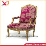 結婚式またはレストランまたは宴会またはホームまたはホテルまたは食堂のための木の女王の椅子かソファー
