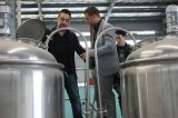 Birra commerciale del mestiere che fa la fabbrica di birra della strumentazione di fermentazione della macchina