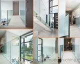 Im Freienportal-Glasgeländer mit Edelstahl-Glas-Schelle
