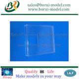 Transparenter CNC, der Plastikteile maschinell bearbeitet