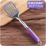 Conjunto determinado del utensilio de la cocina del utensilio