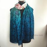 L'écharpe des femmes estampées dégradantes en gros de polyester (H7245)