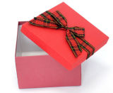 Caja de regalo con papel de Arcos de la mariposa en la actualidad