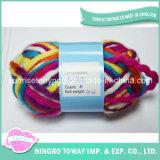 Lane su ordinazione di colore mescolate lavorando a mano il filato acrilico del mestiere per la sciarpa