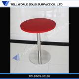 白いカラー空想の正方形のコーヒーテーブルの大理石の石の上のダイニングテーブル