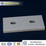 Hoge Alumina van de Weerstand van de Slijtage Ceramische Gebogen Tegel met het Gat van het Centrum