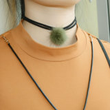 Cuir avec le collier de foulard de charme de POM Poms pour des femmes