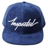 Os tampões e os chapéus feitos sob encomenda do Snapback da camurça agarram para trás o chapéu do tampão
