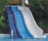 La trasparenza di acqua dei bambini struttura i campi da giuoco del parco di divertimenti (M11-04908)