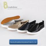 Una buena calidad Slip-on las mujeres los zapatos con el patrón de piedra superior PU