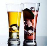 Il dispositivo di raffreddamento ecologico attacca la tazza di vetro di cocktail