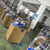 Les élastiques ceinturent la machine à tricoter