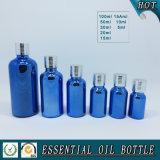Botella de aceite esencial de cristal azul de electrochapado con el tornillo Tapa de aluminio de plata