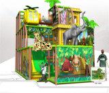 O divertimento do elogio caçoa o campo de jogos interno temático da selva