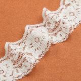 뜨개질을 한 고전적인 꽃 메시 뻗기 검정 레이스