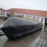 Schwere Lieferungs-großer Öltanker, der durch Marineheizschläuche startet