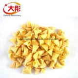Chip fritti delle bugole della farina dello spuntino che fanno macchina