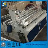 La machine à emballer complètement automatique de roulis de papier de toilette avec gravent en relief et pliage