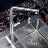 Finissage plaqué par balai en laiton de 360 de degré d'émerillon de cuisine robinets de bassin
