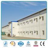 長いスパンのクレーンによって装備されている鉄骨構造の保管倉庫
