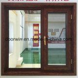 Janela Casement com acabamento cor de grãos de madeira