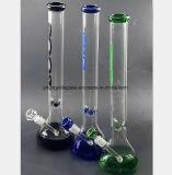 Drei - Farbiger Glaspfeife-Filter und bereiten Tabak-Rohre auf