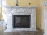 石造り暖炉のマントルピースの大理石の暖炉