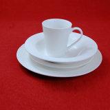 Jeu de dîner gravé en relief par porcelaine blanche de vaisselle