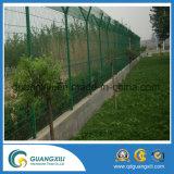 Гальванизированная сваренная загородка звена цепи ячеистой сети для спортивной площадки